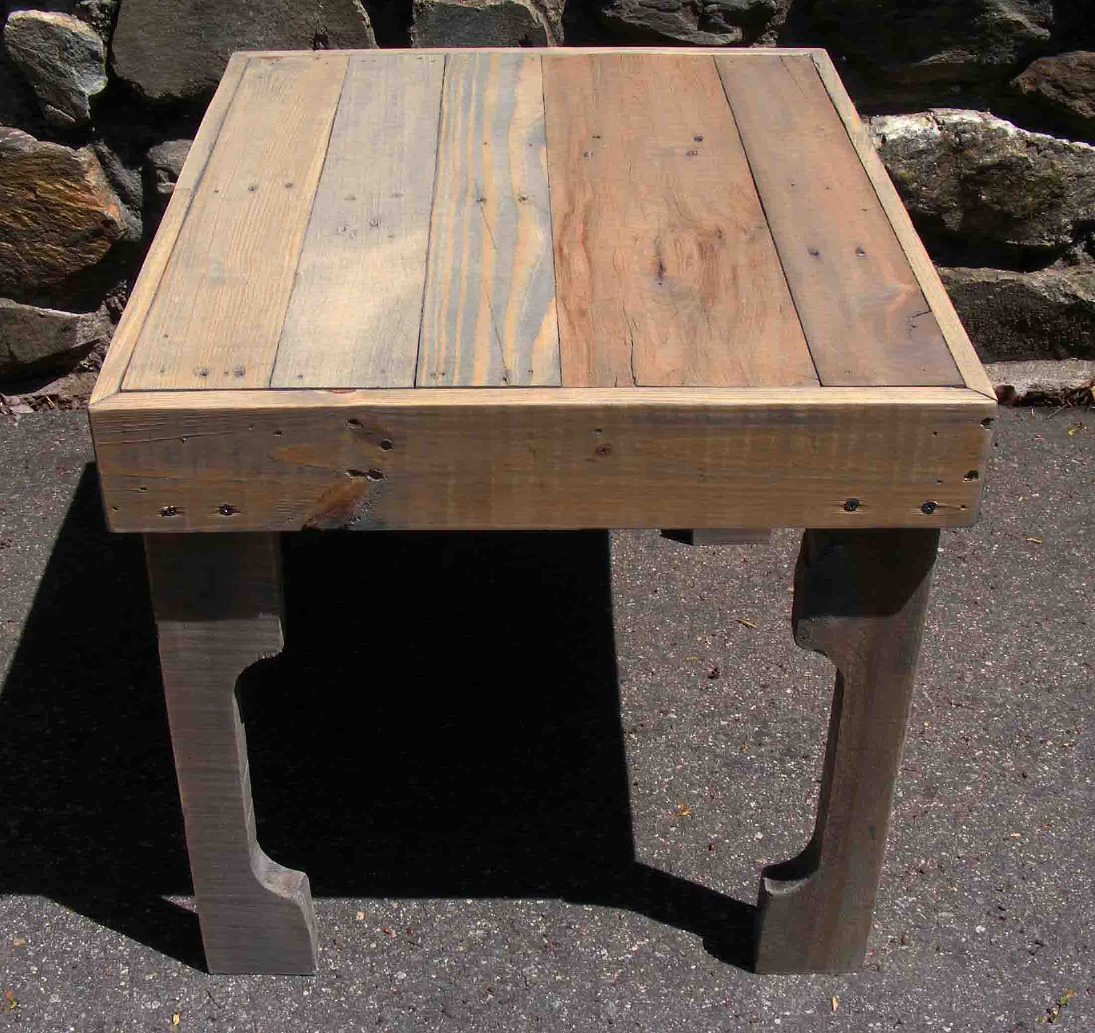 Reclaimed pallet end table for Pallet end table