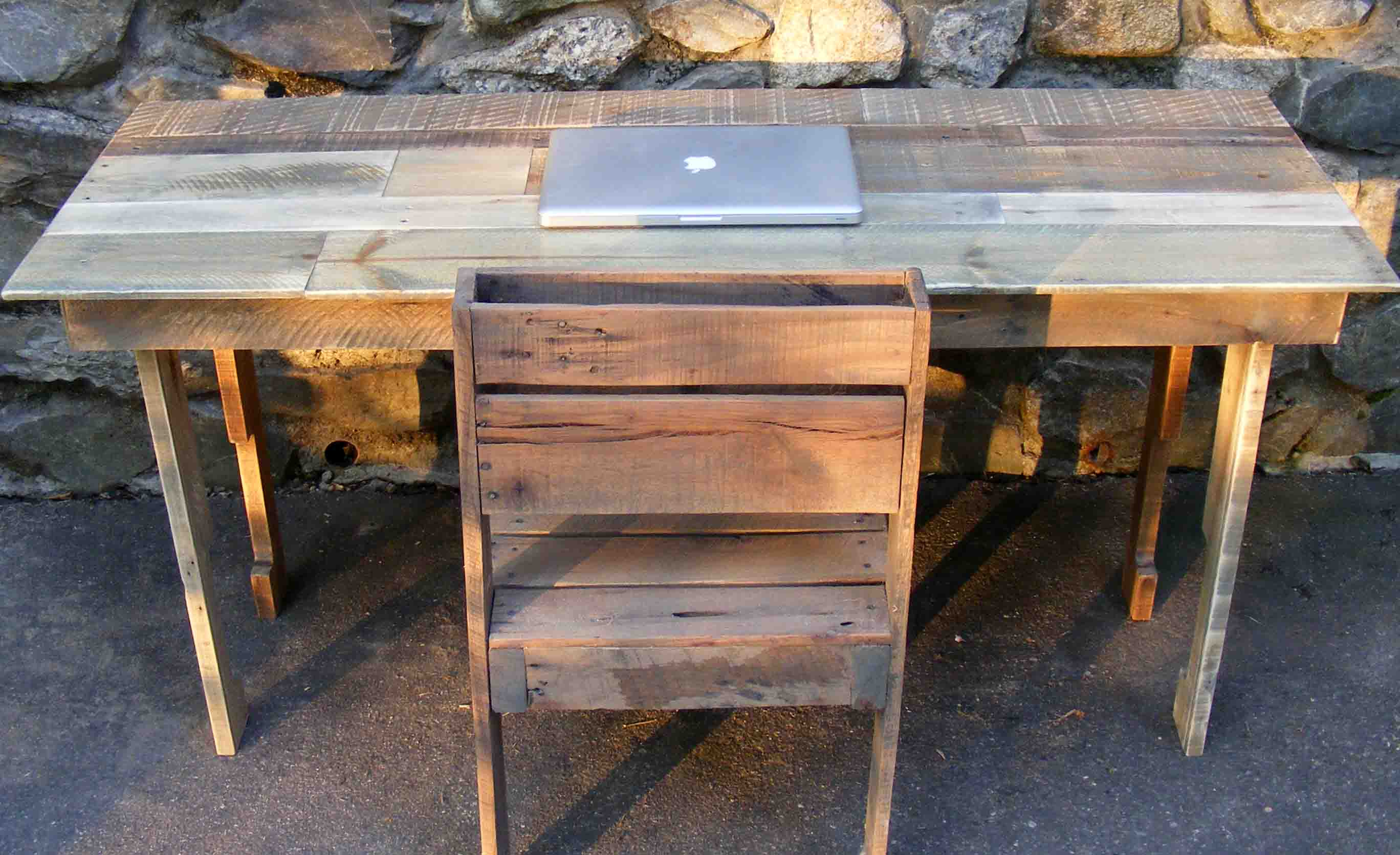 A Pallet Desk To Inspire